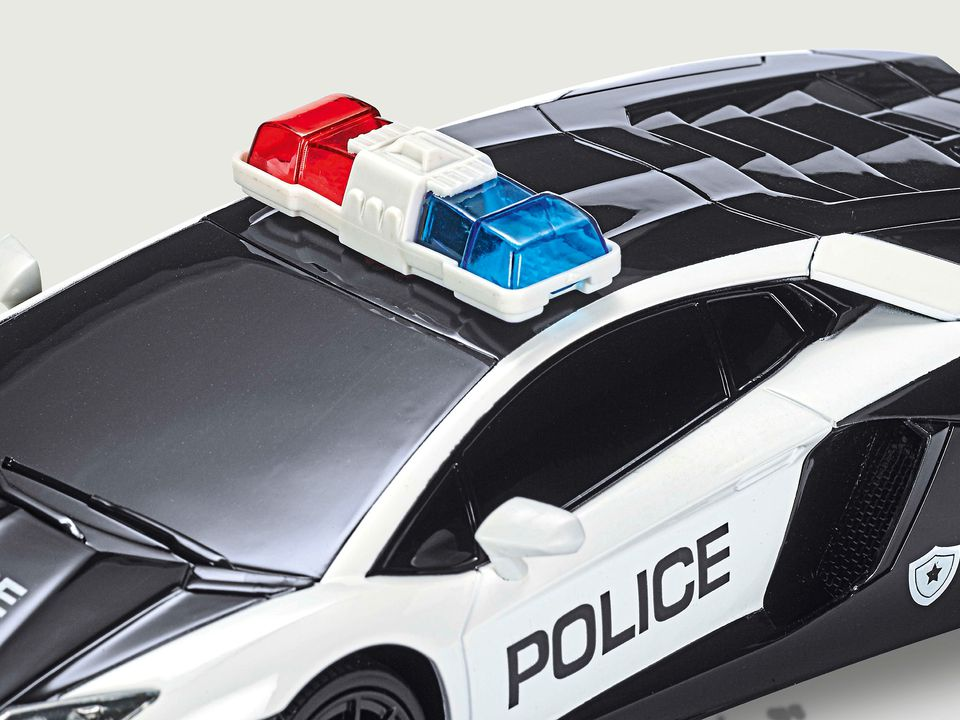 Revell 24656 Lamborghini Aventador LP720 4 Police Car   1:24 Scale Indoor  Radio Controlled Car Part Number Or Barcode: 4009803246567